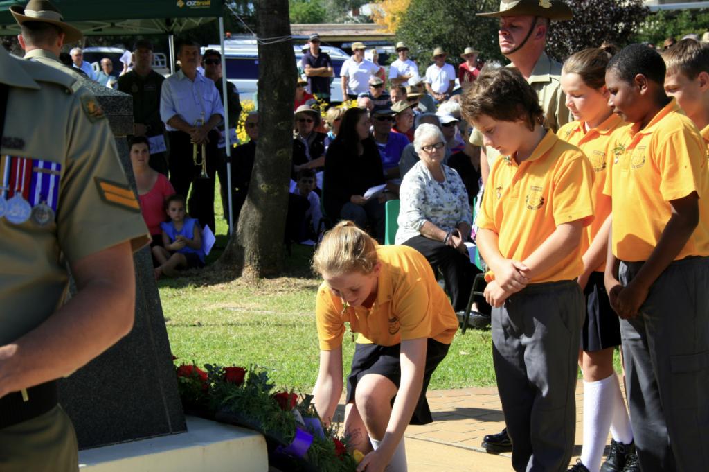 school children lay wreaths at Canowindra's ANZAC day memorial