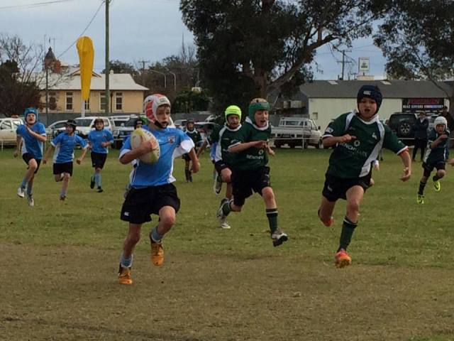 Jonty Thurgate on his way to score a try