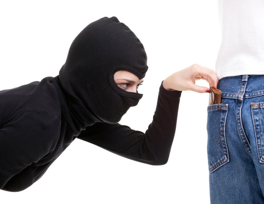 girl-pick-pocket1
