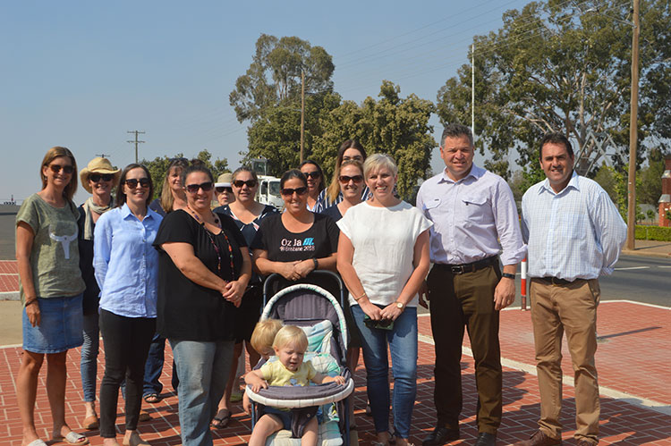 Concerned parents from both Canowindra Public School and St Edward's Primary School met with member for Orange Mr Phil Donato and Mr Ken McNamara, Principal of St Edward's Primary School at the Tilga St crossing on Monday.